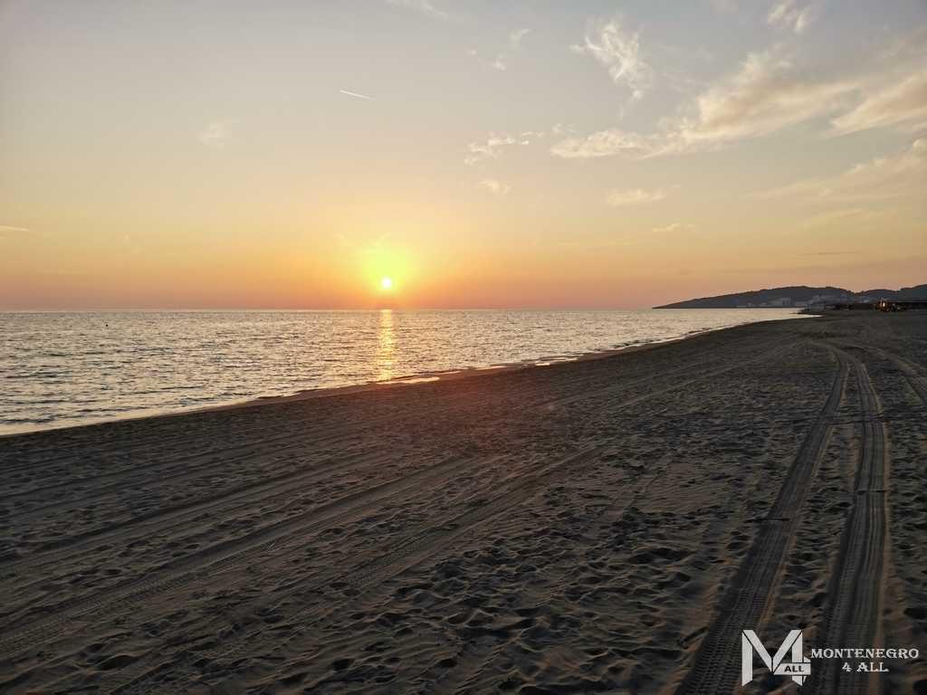 Закат солнца на Велика Плажа