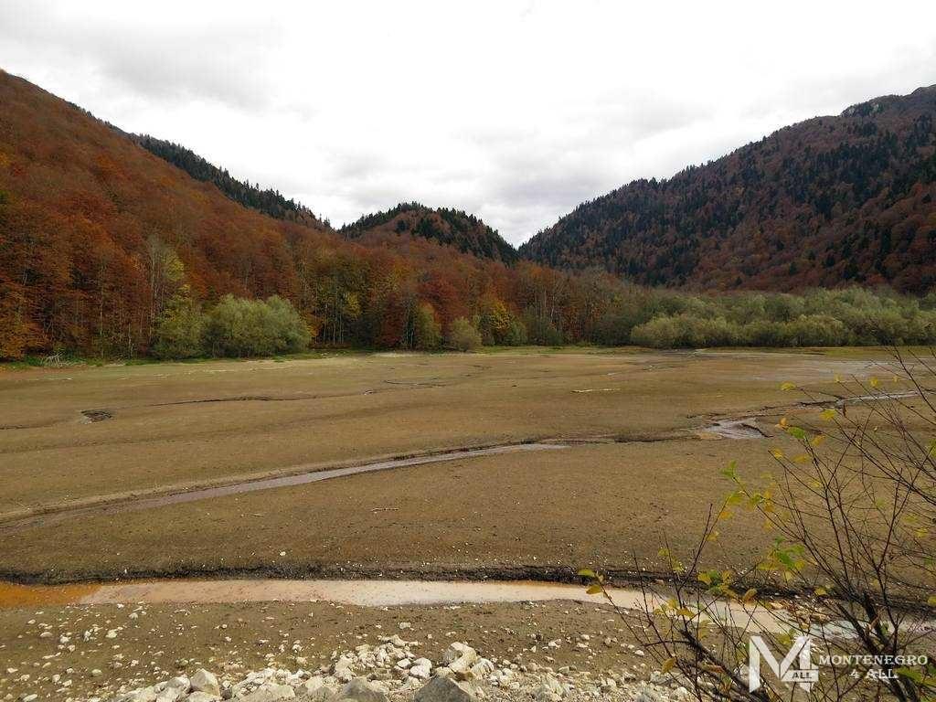 Биоградское озеро осенью