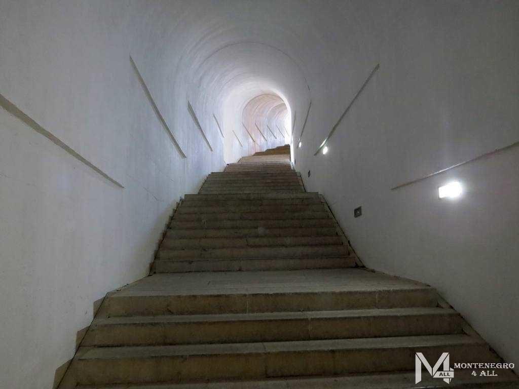 Путь к Мавзолей Негоша
