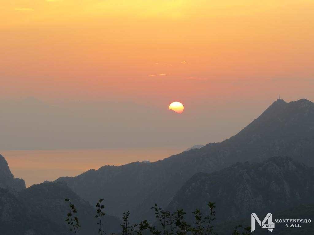 Восход солнца над Скадарским озером