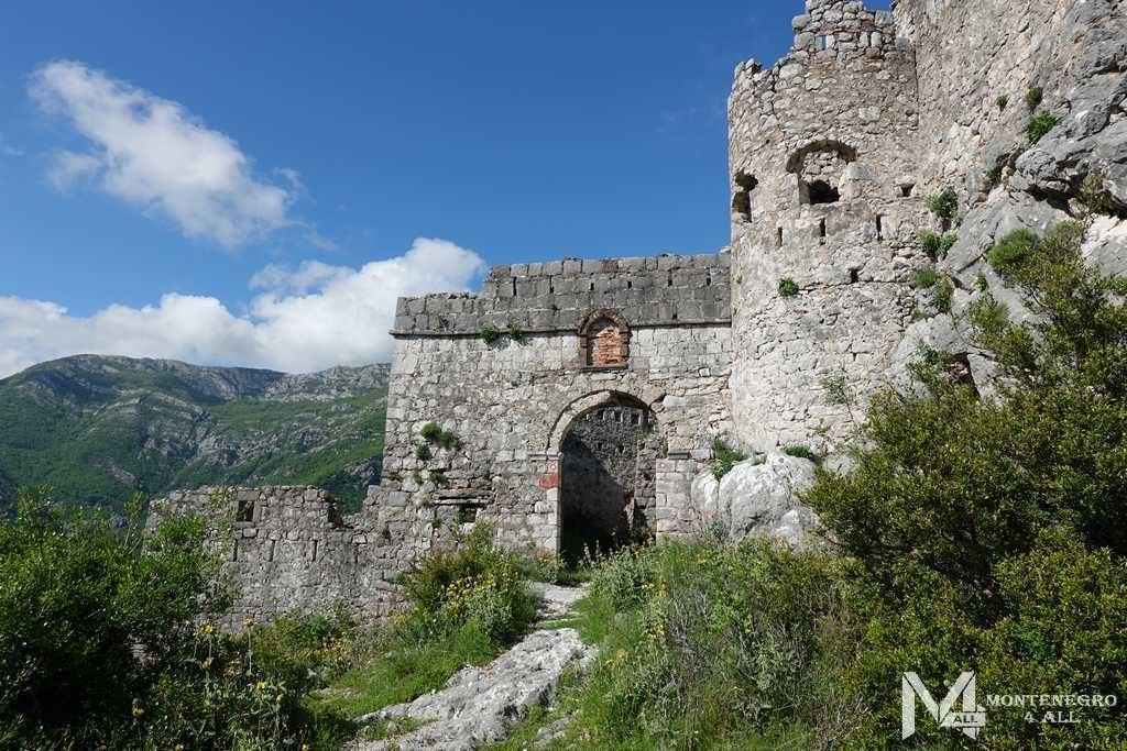Вход в крепость Хай-Нехай