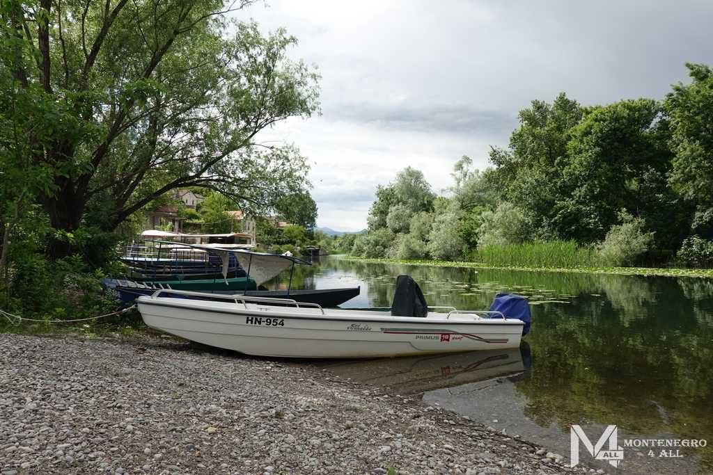 Лодки для прогулки по реке
