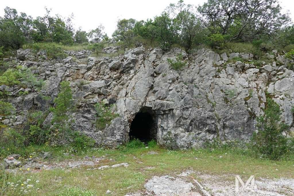 Пещеры на полуострове Луштица