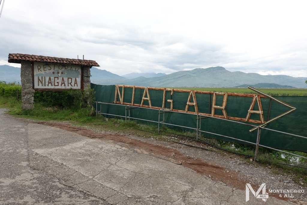 Дорожный указатель на водопад Ниагара в Черногории