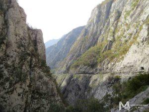 Поездка по каньонам на арендованном авто в Черногории