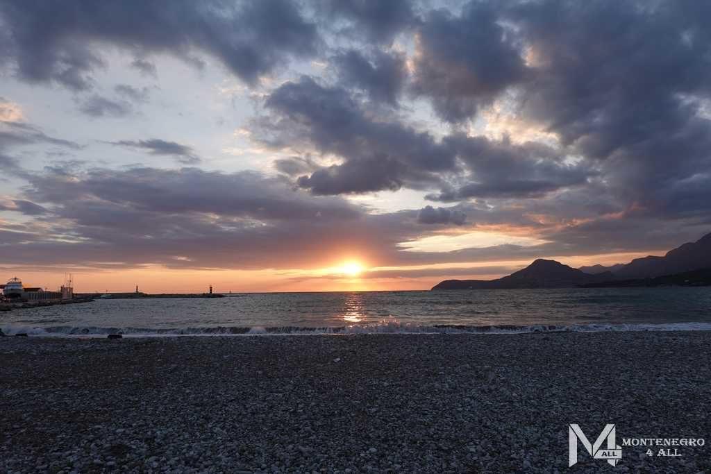 Закаты солнца в городе Бар (Черногория)