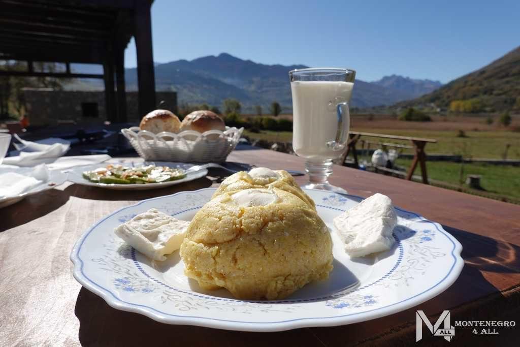 Завтрак возле Плавское озеро