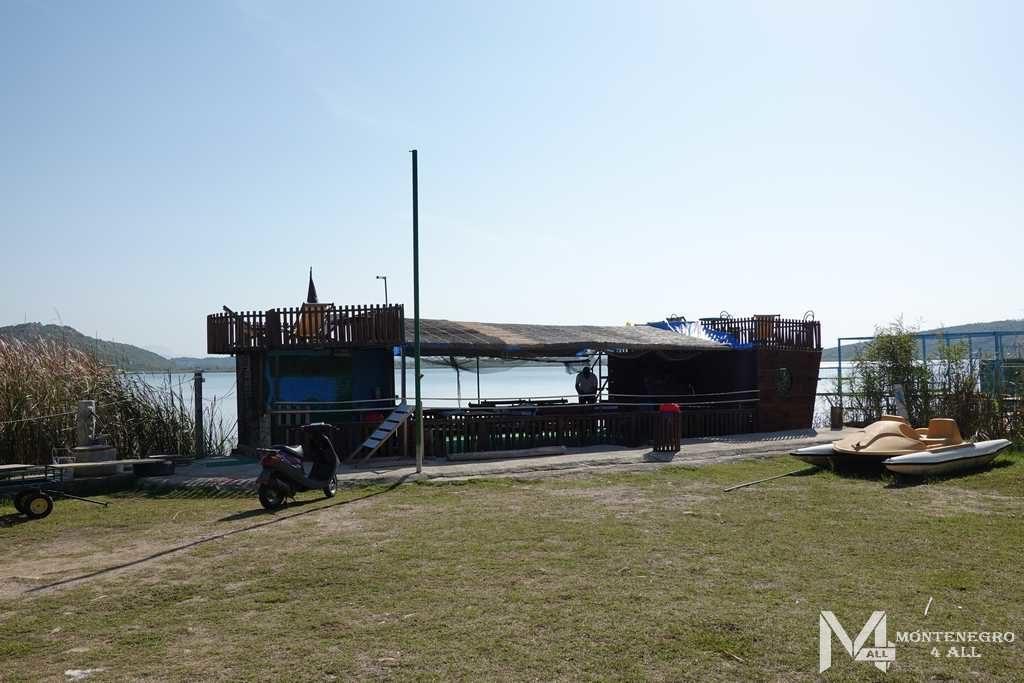 Кафе рядом с Шасским озером