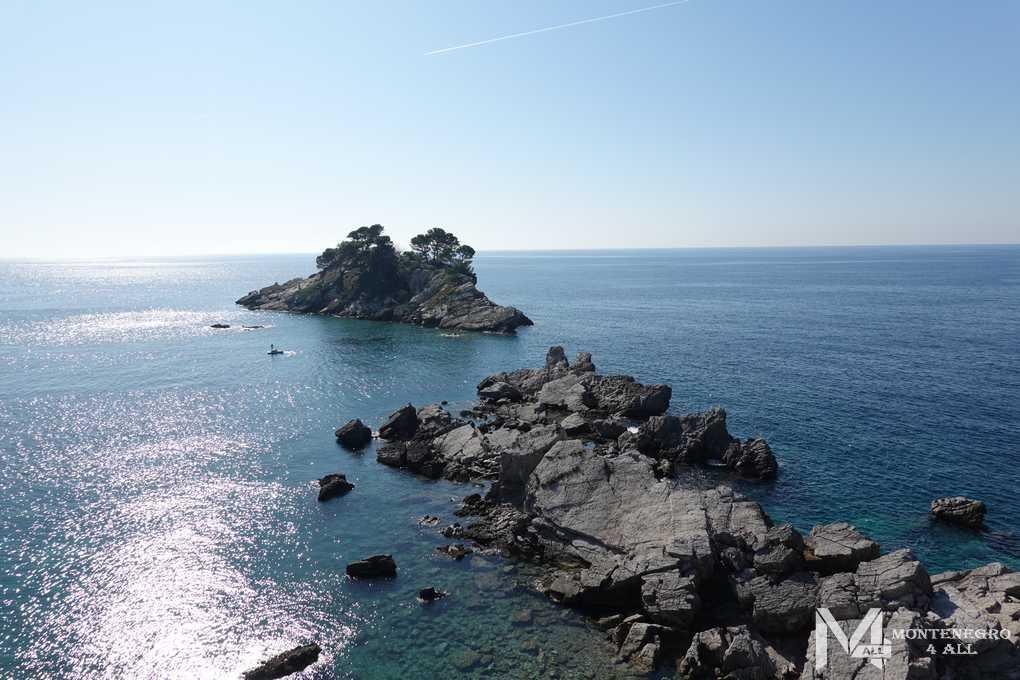 Вид на остров Катич с острова Святая неделя
