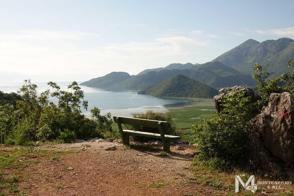 Вид с гор на Скадарское озеро