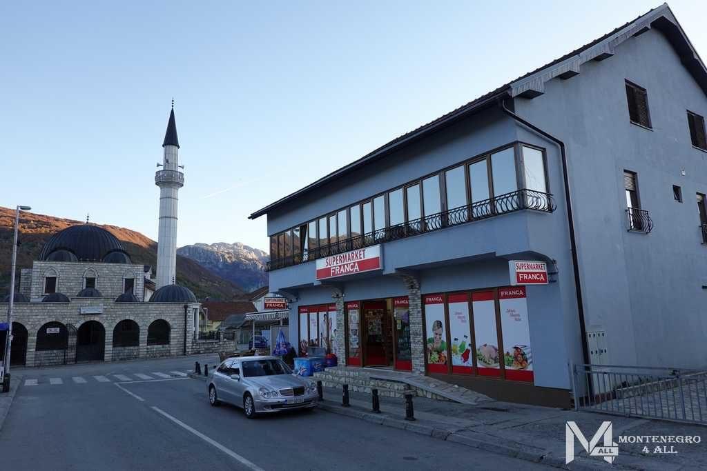 Центральная мечеть города Гусинье