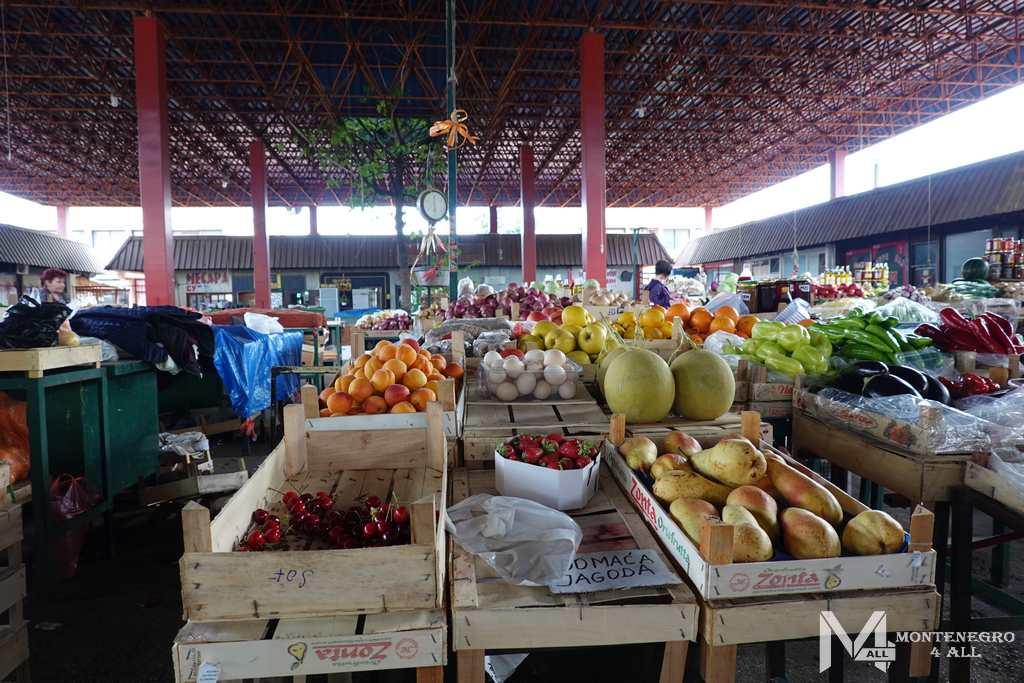 Традиционный рынок в Черногории
